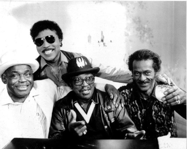 Da sinistra verso destra: Willie Dixon, (in alto in piedi) Little Richard, Bo Diddley e Chuck Berry
