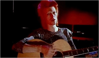 "David Bowie nel video di ""Space Oddity"""