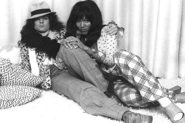Marc Bolan in compagnia della seconda moglie, Gloria Jones