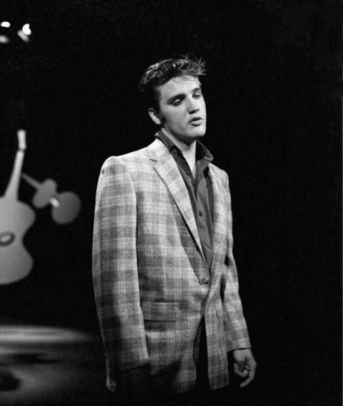 9 settembre 1956, Los Angeles, California: prima apparizione di Elvis all'Ed Sullivan Show (Foto CBS via Getty Images)