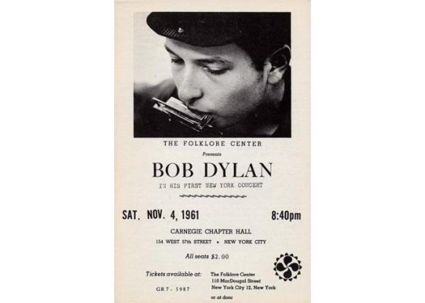 4 novembre 1961: Bob Dylan si esibisce alla Carnegie Chapter Hall di New York (www.bobdylan.com)
