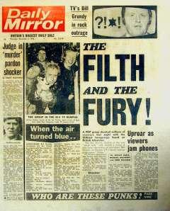 """Daily Mirror, """"The Filth And The Fury"""" (La volgarità e la rabbia) in riferimento all'apparizione in TV dei Sex Pistols"""