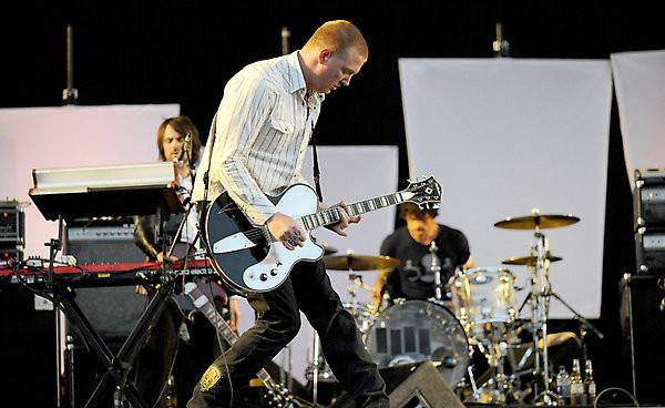 Josh Homme on stage (foto di Danny North)