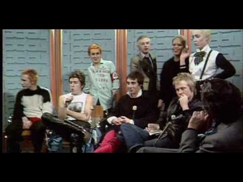 """Sex Pistols ospiti con amici e groupie del programma """"Today"""" di Bill Grundy"""
