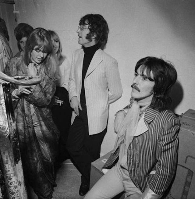 John Lennon e George Harrison all'inaugurazione