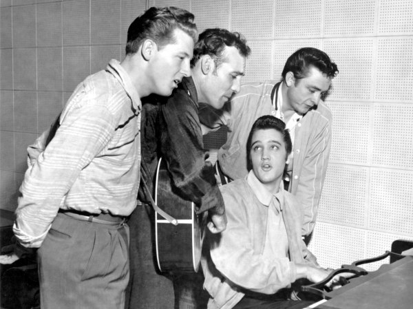 Million Dollar Quartet, da sinistra verso destra: Jerry Lee Lewis, Carl Perkins, Elvis Presley, Johnny Cash